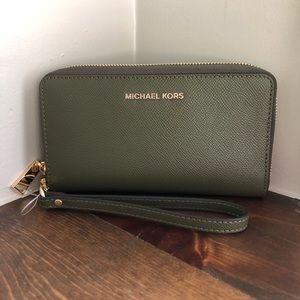 New Michael Kors Olive Green LG zip wristlet